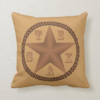 ロープが付いているテキサス州星および文字は色を置きます クッション