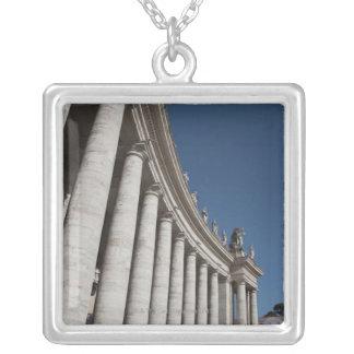 ローマのコラム シルバープレートネックレス