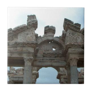 ローマのペディメント タイル