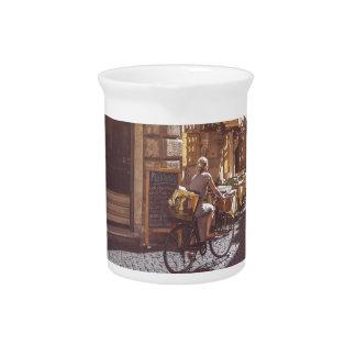 ローマイタリアのイタリアンな食料雑貨のゲッターのバイクの玉石 ピッチャー