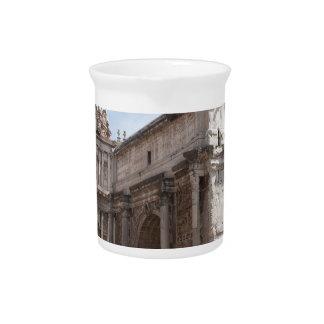 ローマ、イタリアのローマのフォーラム ピッチャー