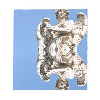 ローマ、イタリアの石造りの天使 ノートパッド