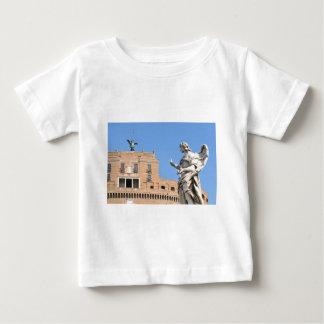 ローマ、イタリアのSant'Angeloの城 ベビーTシャツ