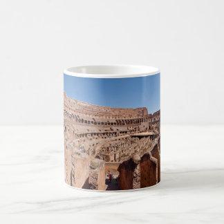 ローマColosseumのパノラマ式のポートレートのの中 コーヒーマグカップ
