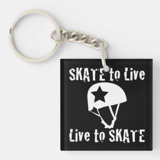 ローラーダービーのスケートで滑るために住むスケート生きている妨害機 正方形(片面)アクリル製キーホルダー