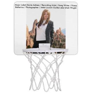 ローラGuillen別名Ishah映画女優 ミニバスケットボールゴール