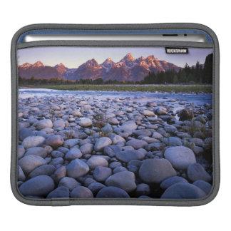 ワイオミングのTetonの国立公園、スネーク川 iPadスリーブ