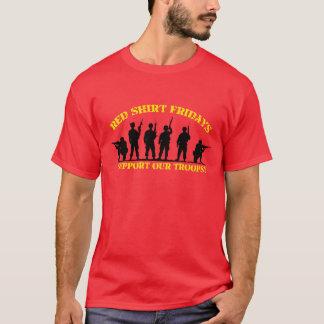ワイシャツの金曜日の赤い軍隊を支援 Tシャツ