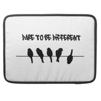 ワイヤーの鳥-異なるがあることを敢えてして下さい MacBook PROスリーブ