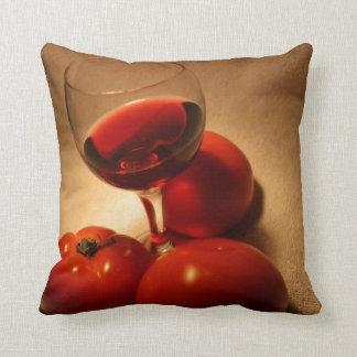 ワインおよびおいしく新しいトマト クッション