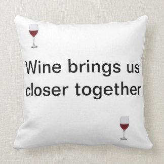 ワインの友情そしてガラス クッション