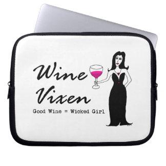 """ワインの口やかましい女""""よいワイン=悪賢い女の子"""" ラップトップスリーブ"""