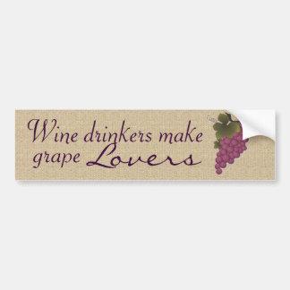 ワインの酒飲みはブドウの恋人にバンパーステッカーをします バンパーステッカー