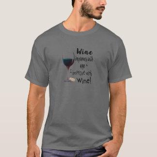 ワインは私がワインのTシャツによって改善する年齢と改良します Tシャツ