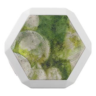 ワインを作るのに使用される緑のブドウ ホワイトBluetoothスピーカー