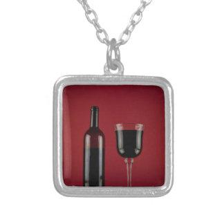 ワインレッドのガラスビン シルバープレートネックレス