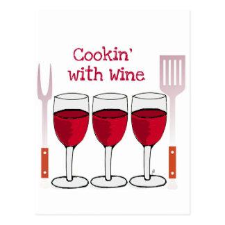 ワインレッドのワインおよびBBQ用具のプリントとの調理 はがき