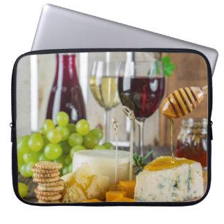 ワイン及びチーズCheeseplateの料理法のラップトップスリーブ ラップトップスリーブ