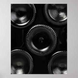 ワイン貯蔵室のワイン・ボトル。 底だけ ポスター