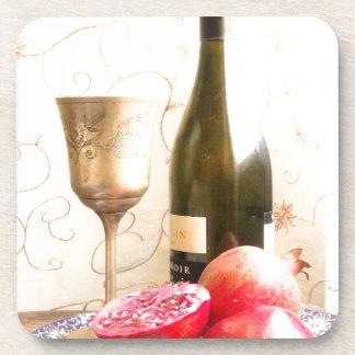 ワイン・ボトルおよびザクロ コースター
