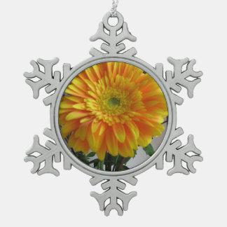 ワウのガーベラの花の記念品 スノーフレークピューターオーナメント