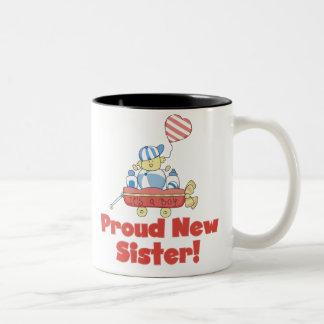 ワゴン誇り高く新しい姉妹それは男の子です ツートーンマグカップ