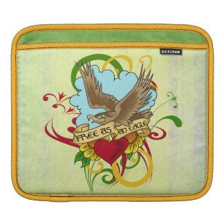 ワシおよびハートの入れ墨のデザイン iPadスリーブ