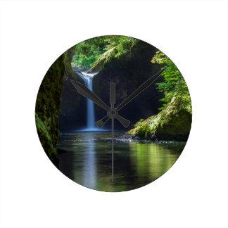 ワシの入り江の道2に沿うPunchbowlの滝 ラウンド壁時計