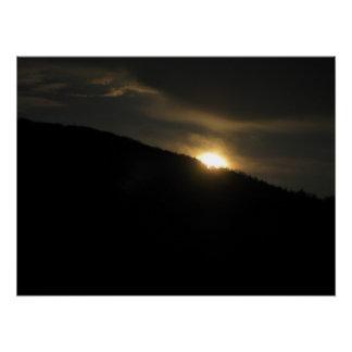 ワシントン州山上の極度の月 ポスター
