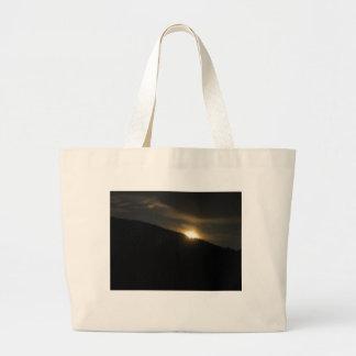 ワシントン州山上の極度の月 ラージトートバッグ