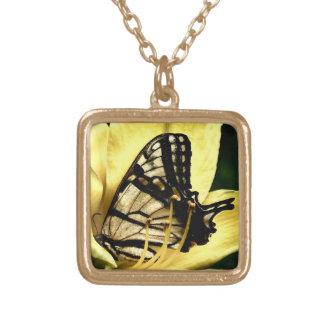 ワスレグサの花型女性歌手-蝶 ゴールドプレートネックレス