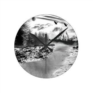 ワタリガラスおよびオオカミの冬時間 ラウンド壁時計