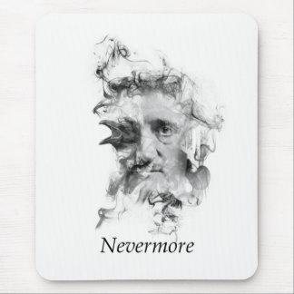 ワタリガラスが付いている煙のエドガー・アラン・ポー- Nevermore マウスパッド