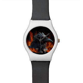ワタリガラスはウィッカ信者のゴシック様式デザインを炎にあてます 腕時計
