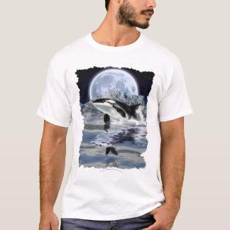 ワタリガラス及び月を持つシャチを破ること Tシャツ