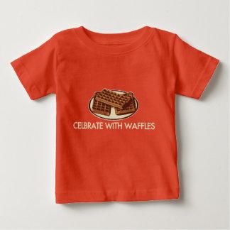 ワッフルと祝って下さい ベビーTシャツ