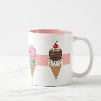 ワッフルの幸せなアイスクリームのマグ ツートーンマグカップ
