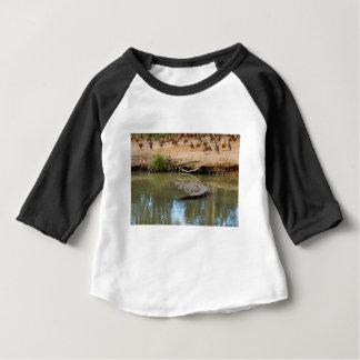 ワニクイーンズランドオーストラリア ベビーTシャツ