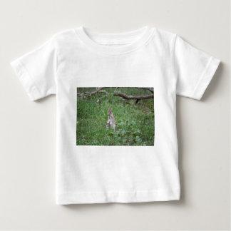 ワラビーおよびJOEY田園クイーンズランドオーストラリア ベビーTシャツ
