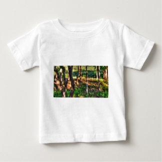 ワラビー田園クイーンズランドオーストラリア芸術の効果 ベビーTシャツ