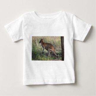 ワラビー田園クイーンズランドオーストラリア ベビーTシャツ