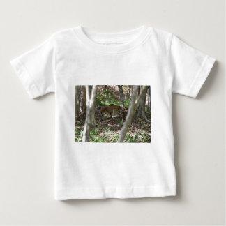 ワラビー田園QUEENSLNDオーストラリア ベビーTシャツ