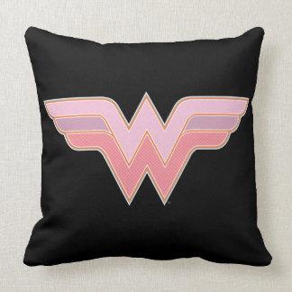 ワンダーウーマンのピンクおよびオレンジ網のロゴ クッション