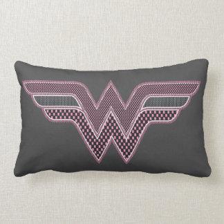 ワンダーウーマンのピンクおよび黒のレジ係の網のロゴ ランバークッション
