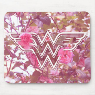 ワンダーウーマンのピンクのツバキによってはロゴが開花します マウスパッド