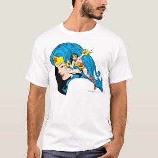 ワンダーウーマンのプロフィールの背景 Tシャツ