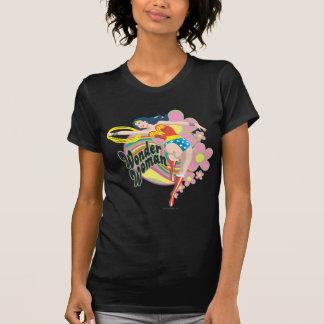 ワンダーウーマンのレトロの花 Tシャツ