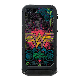 ワンダーウーマンのレンガ壁のコラージュ ウォータープルーフiPhone SE/5/5sケース