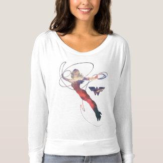 ワンダーウーマンの日没の空のシルエット Tシャツ
