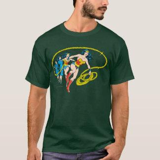 ワンダーウーマンは変形します Tシャツ